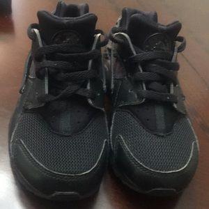 9adda51e1cb5 13c All Black Nike Huaraches